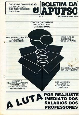 """Capa do Boletim informativo da Apufsc de 1979. Uma luva de box com mola sai de uma caixa surpresa.  A manchete é """"A luta pelo reajuste imediato do salário dos professores""""."""